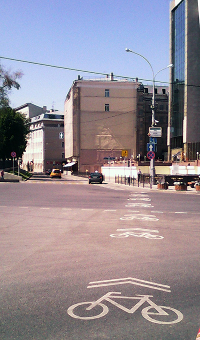Moscow's first cycle path looks dangerous