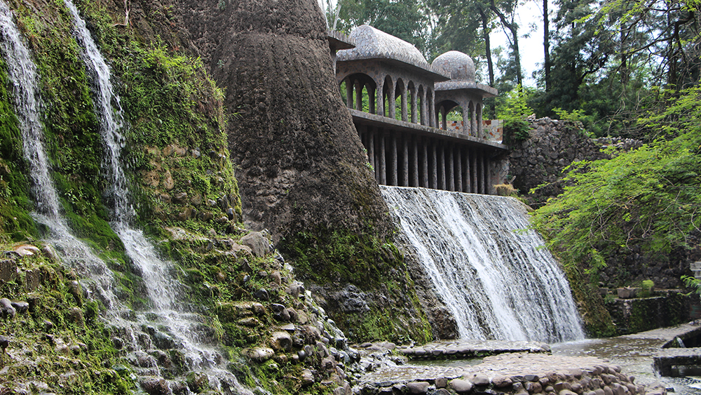 The relationship of Nek Chand's Rock Garden to Corbusier's Capitol Landscape Architecture is not so much that of Postmodernism:Modernism. It is more that of Good Design:Bad Design.